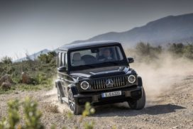 Mercedes-AMG G 63 der neuen G-Klasse der Baureihe 463 (Kraftstoffverbrauch kombiniert: 13,1 l/100 km; CO2-Emissionen kombiniert: 299 g/km*), obsidian black metallic, AMG Exclusive nappa leather macchiato beige / espresso brown.;Kraftstoffverbrauch kombiniert: 13,1 l/100 km; CO2-Emissionen kombiniert: 299 g/km*  Mercedes-AMG G 63 variant of the new G-Class model series 463 (combined cycle fuel consumption: 13.1 l/100 km; combined CO2 emissions: 299 g/km*), obsidian black metallic, AMG Exclusive nappa leather in macchiato beige/espresso brown.;Fuel consumption combined: 13.1 l/100 km; Combined CO2 emissions: 299 g/km*